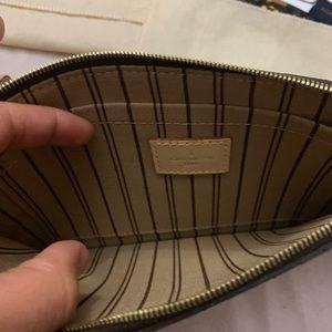 Louis Vuitton Bags - Louis Vuitton neverfull MM/GM wristlet!